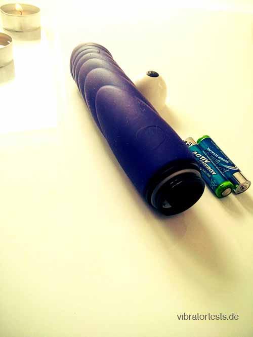 Joydivision Mr Perfect Lila mit Batterien und aufgeschraubten Batterienfach