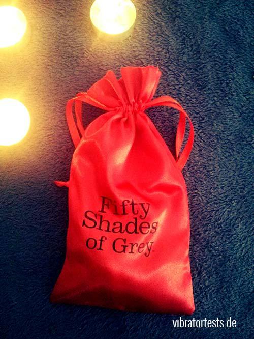 Roter Samtbeutel zur Aufbewahrung vom Fifty Shades of Grey