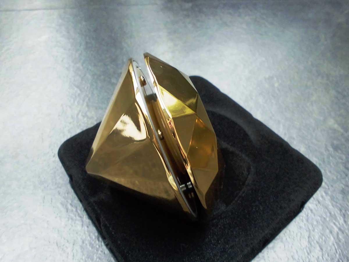 Der Diamant lässt sich seitlich aufschrauben