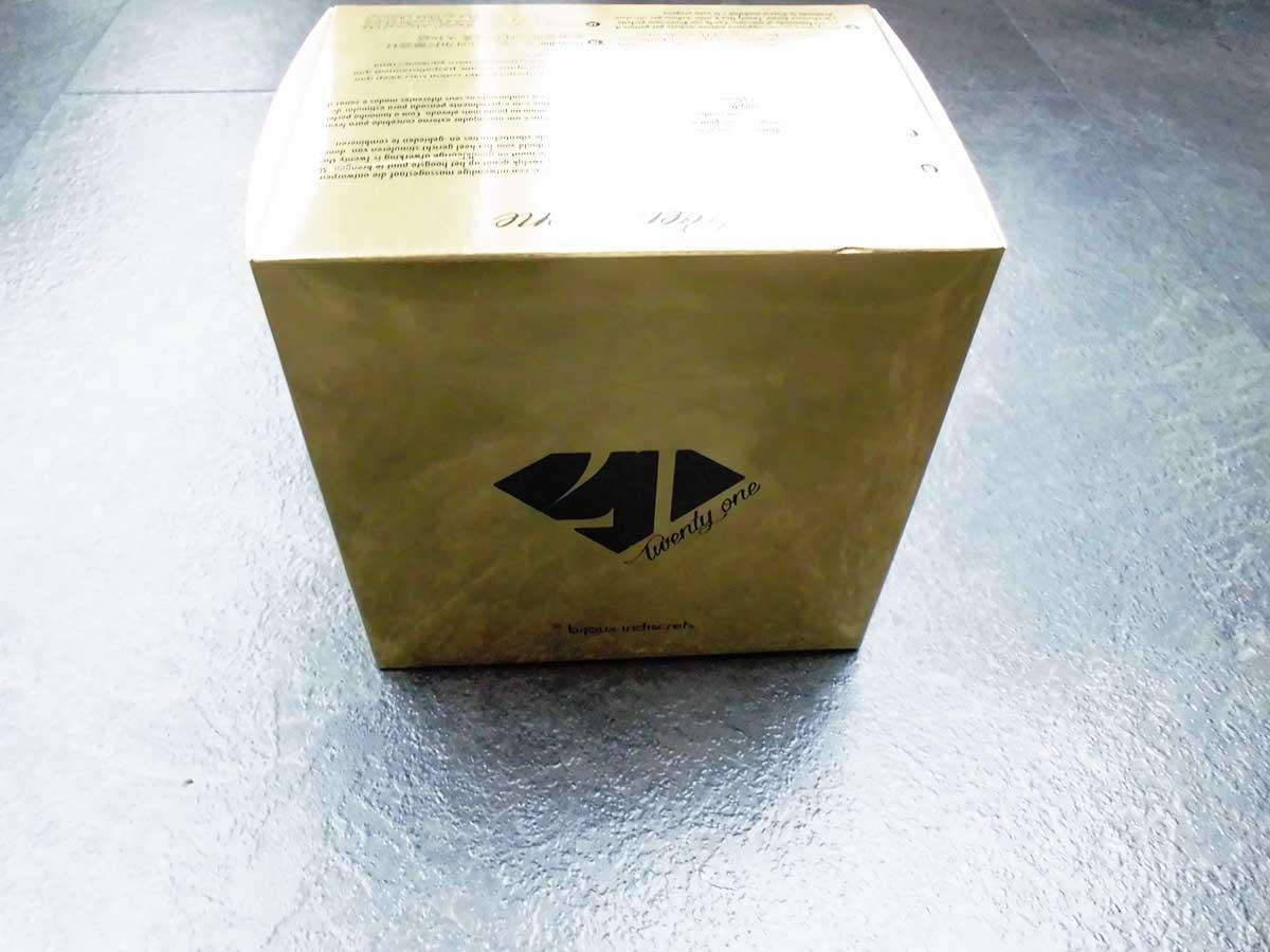Die Verpackung des Bijoux Indiscrets Twenty One Vibrating Diamond in gold mit schwarzer Aufschrift