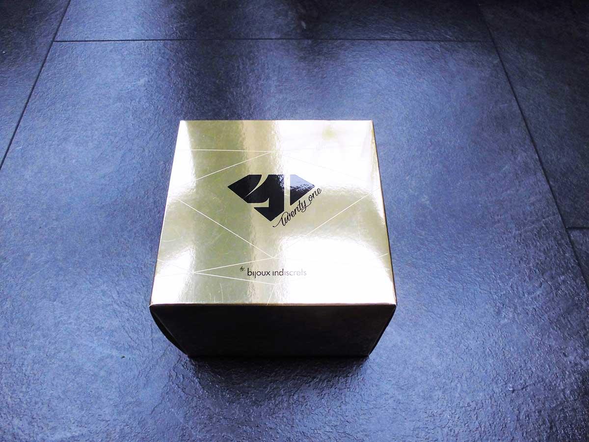Hier siehst du die Verpackung des Bijoux Indiscrets Twenty One Vibrator Diamand