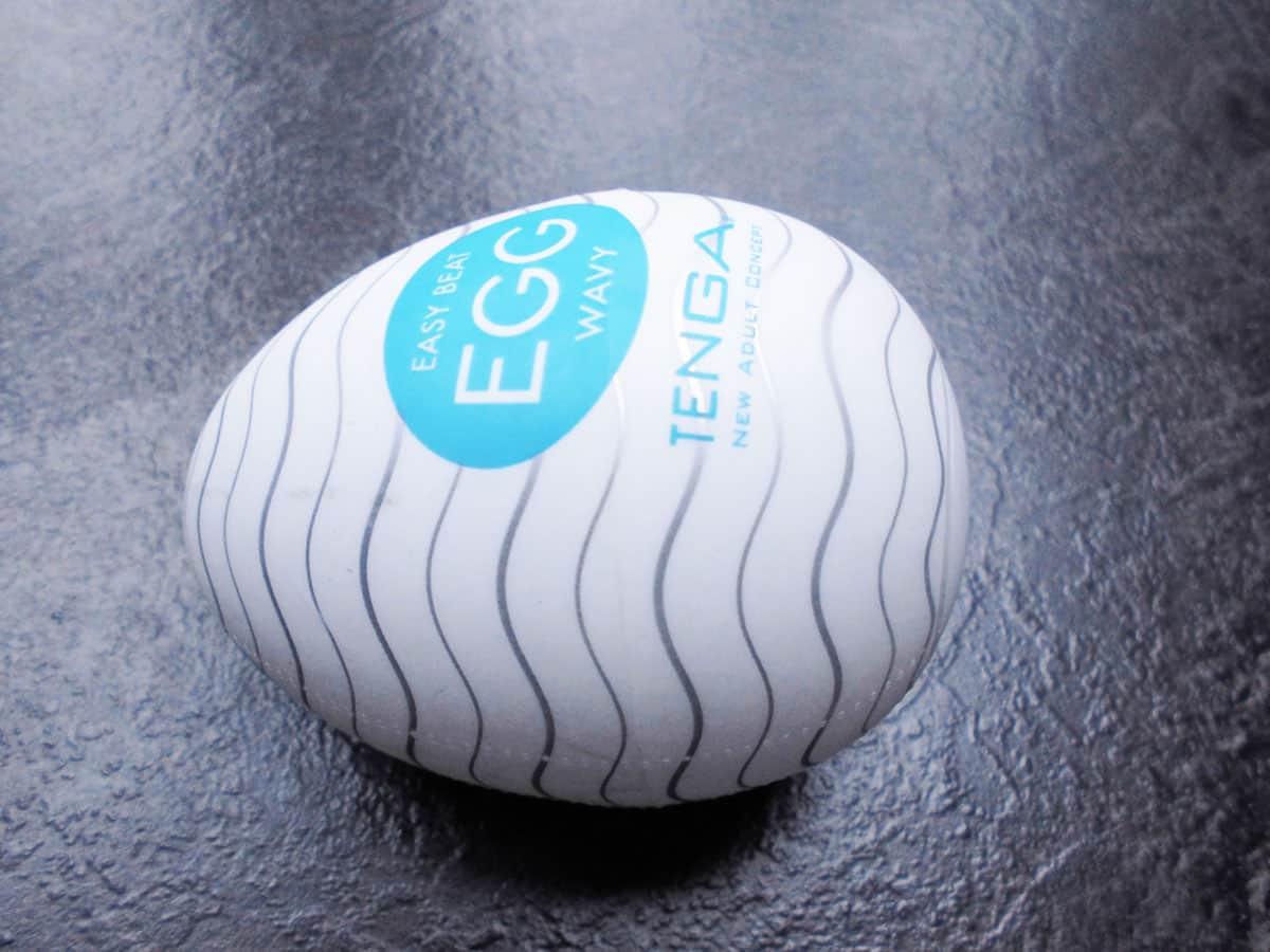 Tenga Egg Wavy Seitenansicht türkis