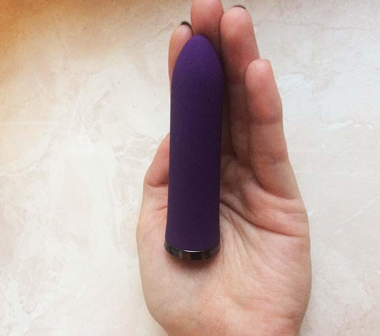 Lovehoney Desire Luxury USB Rechargeable Bullet Vibrator im Test 05 Hand Vergleich