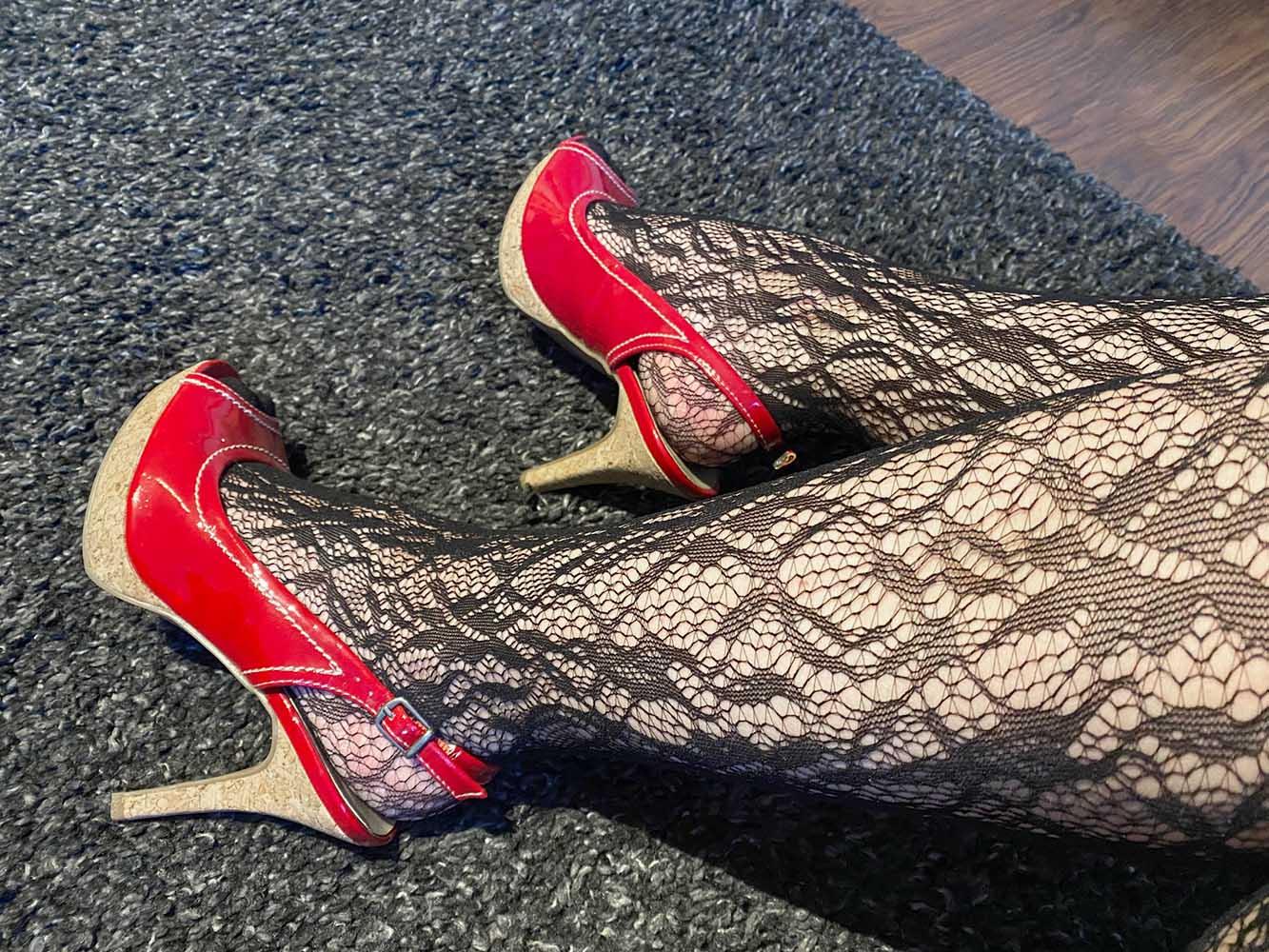 Lack High Heels und die Fifty Shades of Grey Captivate Spanking-Bodystocking aus Spitze
