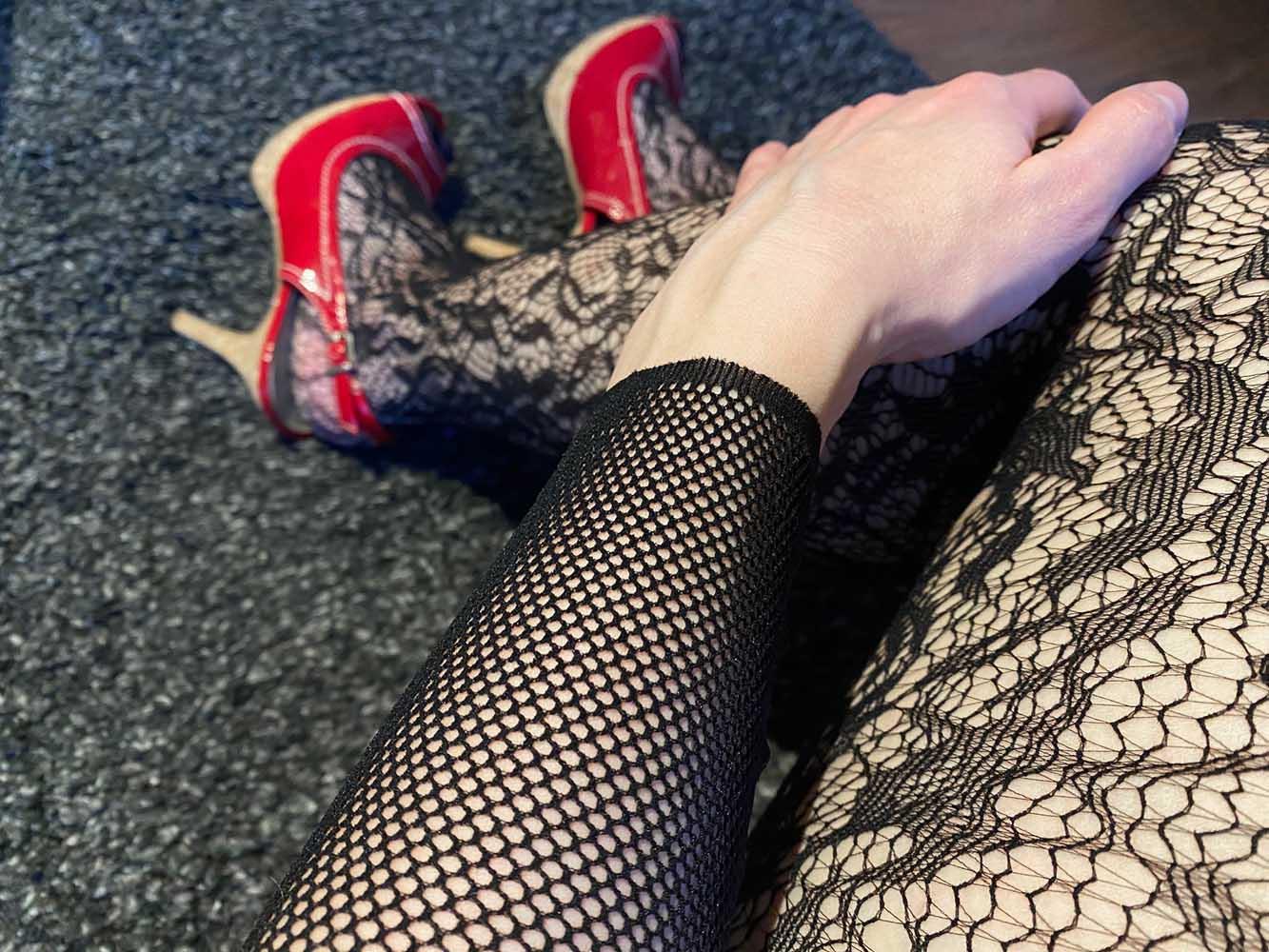 Sexy Highheels und die Fifty Shades of Grey Captivate Spanking-Bodystocking aus Spitze